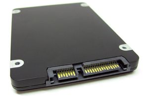 SSD SATA III 512GB HIGH SPEED OCCUPIES 2.5 -BAY 6GB/S INTERFACE