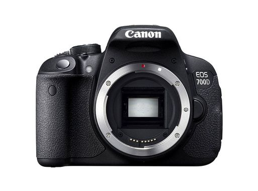 EOS 700D BODY 18 MPIXEL 7,7CM TOUCH LCD        IN CAM